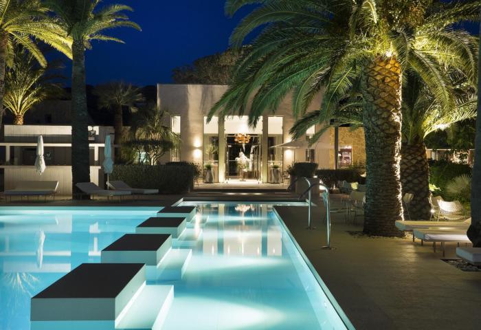 Pool by night  ©Christophe Bielsa