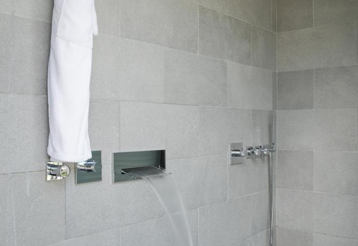 Villa bathroom  ©Anthony Lanneretonne