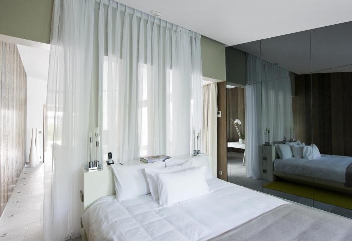 Villa masterbedroom  ©Anthony Lanneretonne